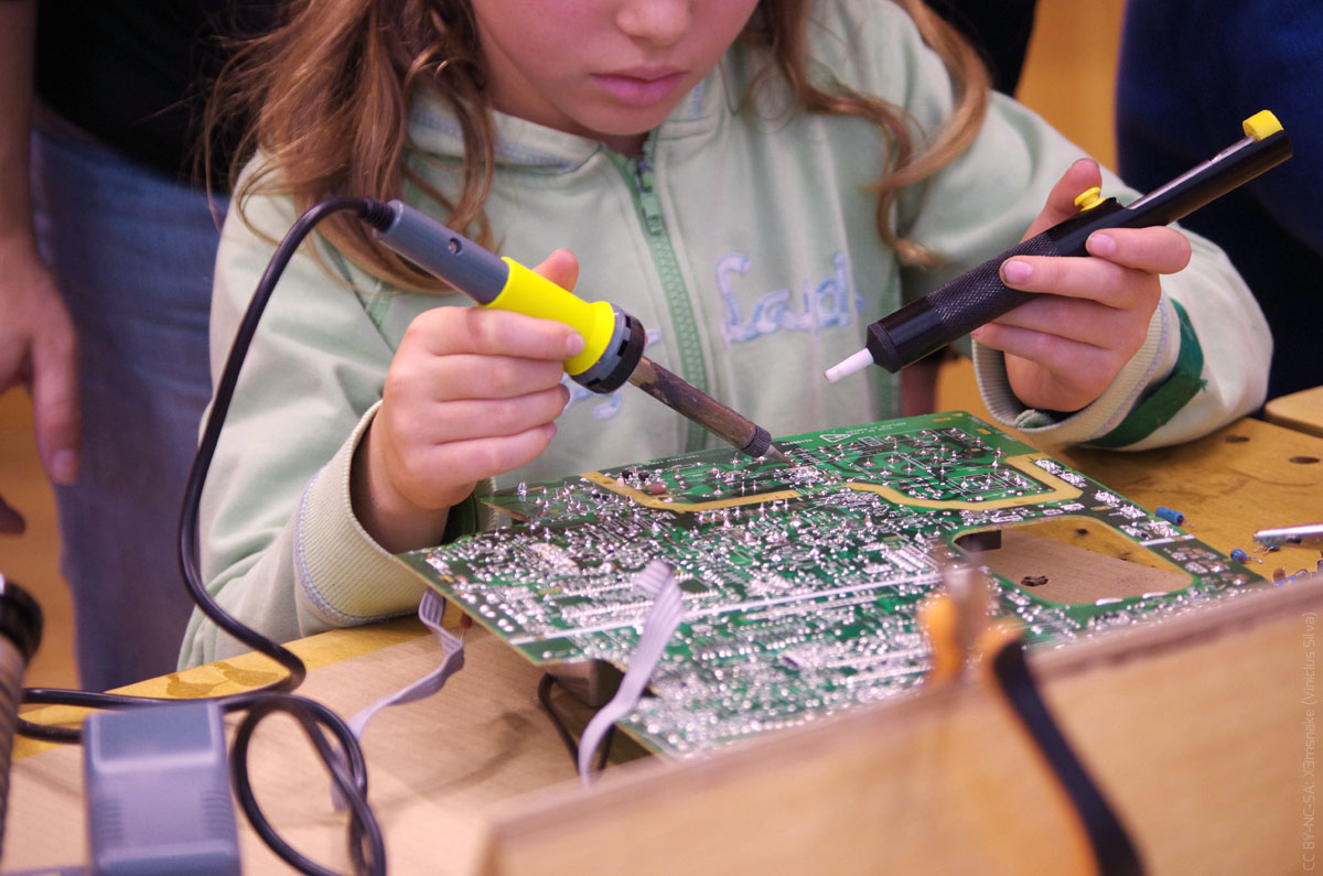 doing-junk-challenge-action-desoldering-web